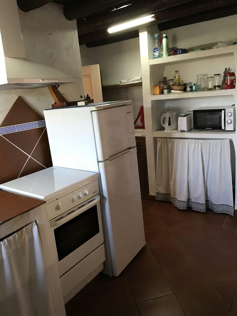 cocina amueblada casa rural azuaga
