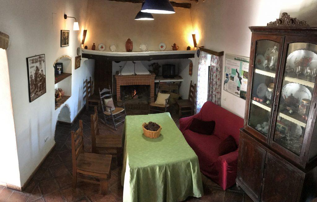 casa rural azuaga chimenea