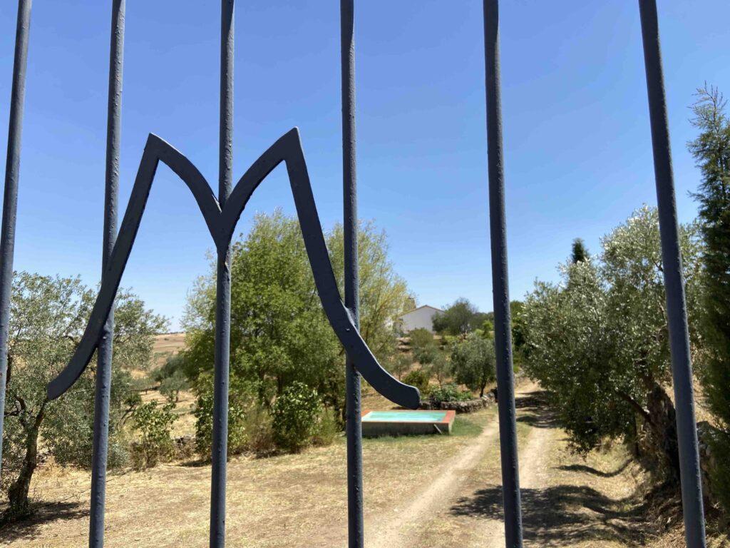 entrada alberca casa rural azuaga